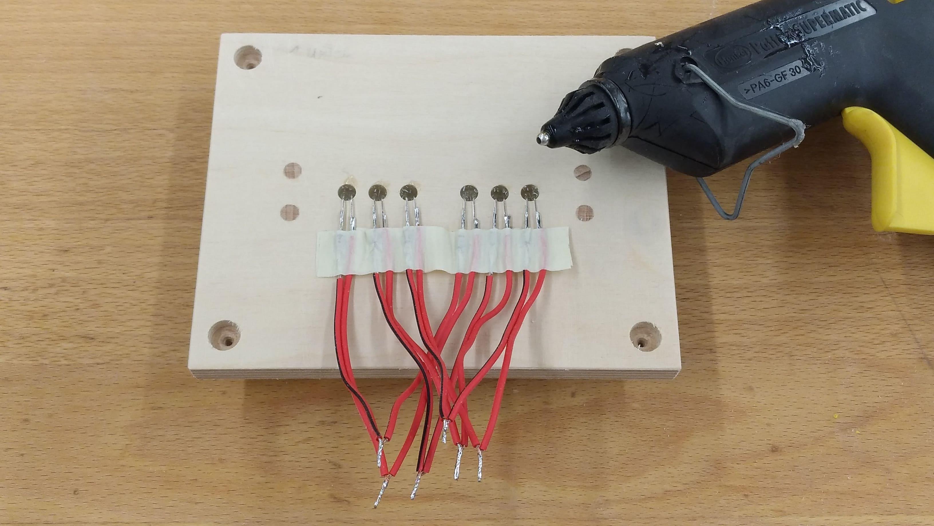 LEDs einkleben