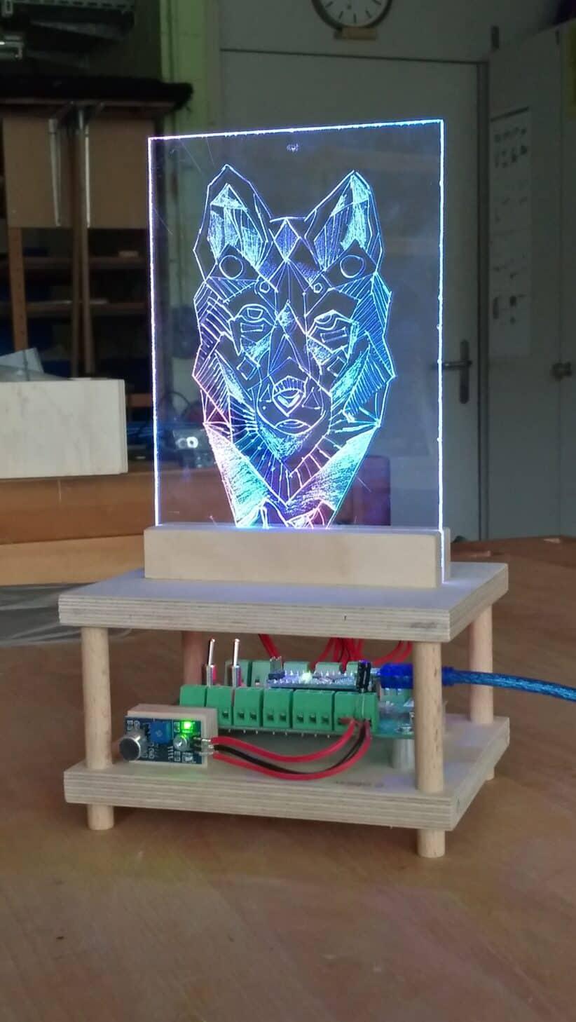 Acrylglasbild graviert mit LEDs
