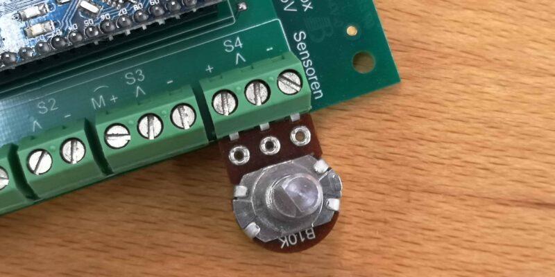 Dreh-Potentiometer eingeschraubt